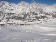 Panorama da Pizzo Troggi (2309 m): sullo sfondo Pizzo Fizzo e lo spartiacque con la Svizzera