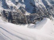 Panorama da Pizzo Troggi (2309 m) sul versante verso il lago di Agaro
