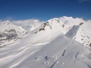 Panorama da Pizzo Troggi (2309 m): in primo piano il Pizzo e al centro il Sangiatto