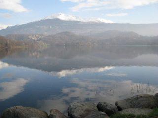 Dal Lago Sirio, sguardo verso il Mombarone