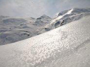 Riflessi sulla neve, sullo sfondo Bocchetta del Lupo