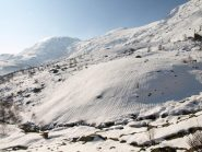 Rivoli da disgelo sotto la neve a quota 1580 m