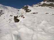 A sinistra la Bocchetta di Valbona, a destra la valletta che porta a Cima Bonze