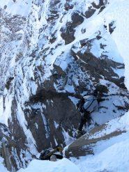 La placca rocciosa all'uscita del canale