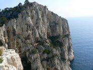 il promontorio di Castelviel, al centro della parete la Traverseè Ramond