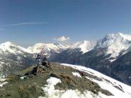 01 - cima e sullo sfondo il gruppo dell'Orsiera e Albergian