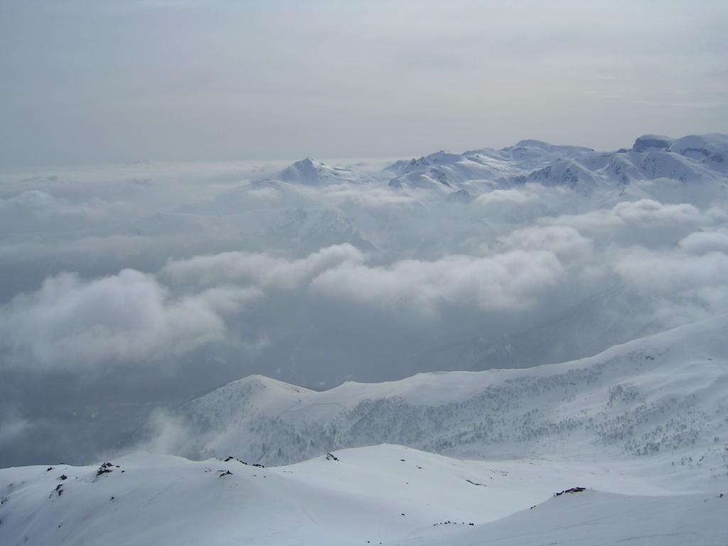 Verso le Alpi Liguri, un mare di nubi