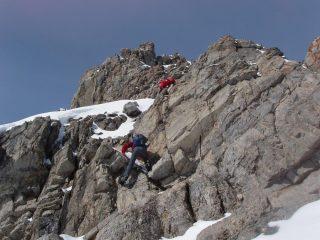 Gli amici iniziano il tratto alpinistico