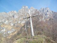 La bastionata rocciosa che domina Pianca