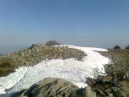 01 - ultimi nevai sulla  cima del Sapei