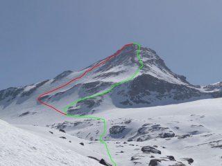 in verde la normale, in rosso la variante per il versante NO