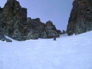 verso la biforcazione, a sx canali di dx, a dx ghiaccio verde sul Perotti