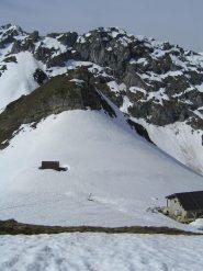 Salendo al Monte Testas, vista indietro verso il colle  e il Monte Balur