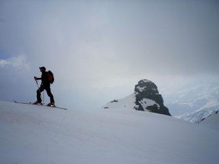 verso la cima con la Punta Bastrera già in basso