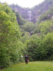 la cascata dal sentiero di rientro