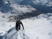 in uscita verso la vetta con vista su tutta la parte alta del percorso sul ghiacciaio