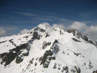Il Grand Capelet e in basso a sx due scialpinisti in salita.