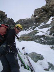 a 70 m dalla punta lasciamo gli sci