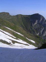 La prima parte del canale, di fronte il Colle Balur, il Monte Balur e il Monte Testas