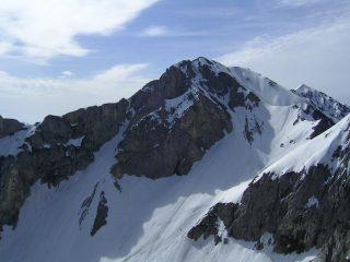 Il Bussaia e, sullo sfondo a dx,  la Rocca d'Orel