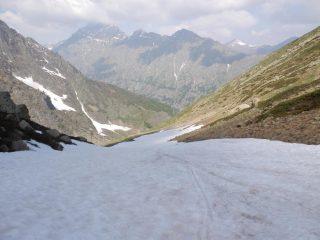 Scendendo nel Vallone del Lausetto, a quota 2100, quasi alla fine del nevaio