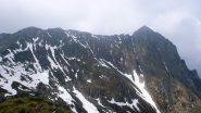 La cresta con la cima a dx