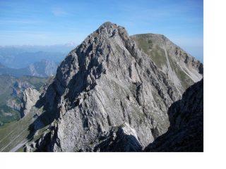 Il Servatun a dx dalla cresta all'Aiera