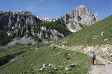 alla partenza, a dx sullo sfondo il monte Savi