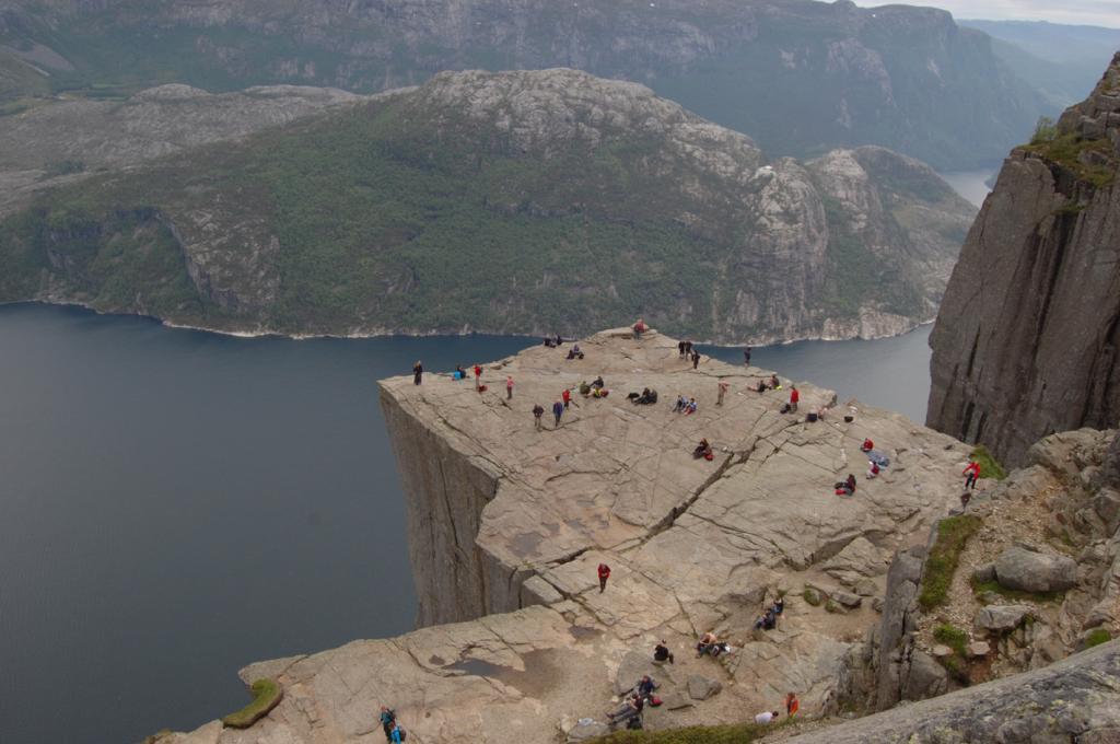 Preikestolen o pulpito di roccia da Preikestolshytta - Norvegia 2011-06-08