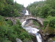 Il ponte a schiena d'asino sul rio