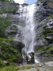 La cascata in tutta la sua bellezza