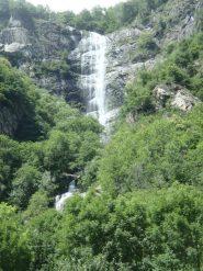 cascatone da 120 m visibile dalla strada