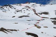 Il percorso di salita, dal dosso a quota 2700 m fino alla vetta