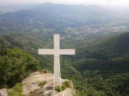 Croce di vetta accanto alla cappella