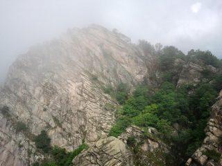 Vista verso il Monte Tre Denti con statua della Madonna