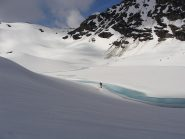 vicino al laghetto glaciale poco sotto la punta