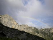 Salendo l'arcobaleno tra la Cima Scarason e la Testa del Duca