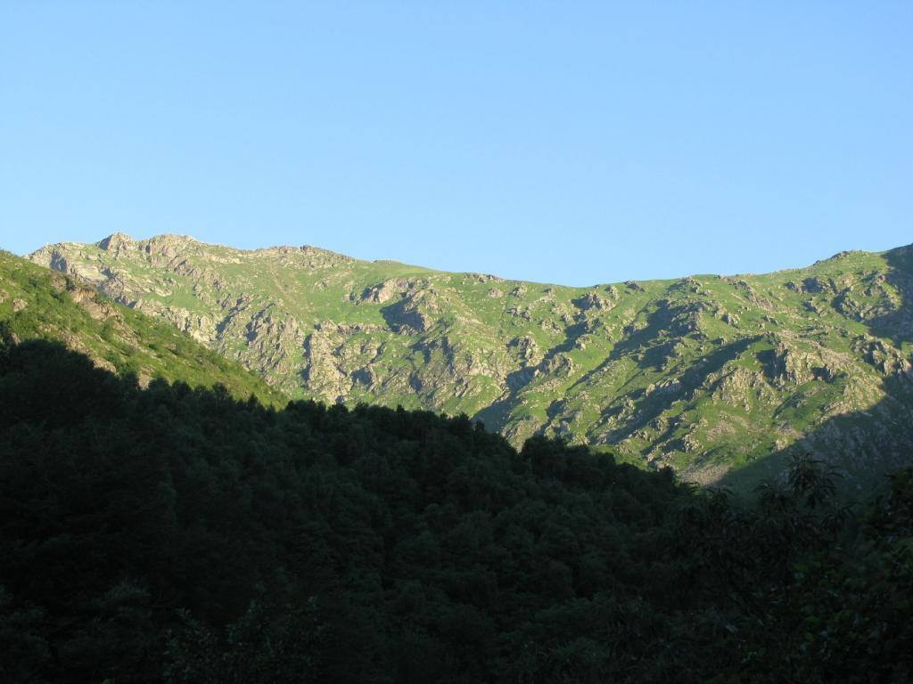 Zoom sulla Bersella, dal sentiero del Basilisco
