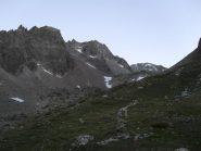 la via di salita sopra il rifugio,al centro il bivacco Spataro