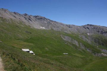 il versante ovest e a sx la cresta SO di salita