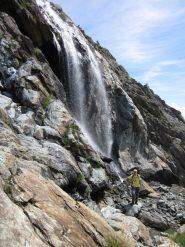 otaner vicino alla cascata