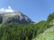 la parete Nord del Pousset ed i bastioni di sostegno del ghiacciaio del Trajo...