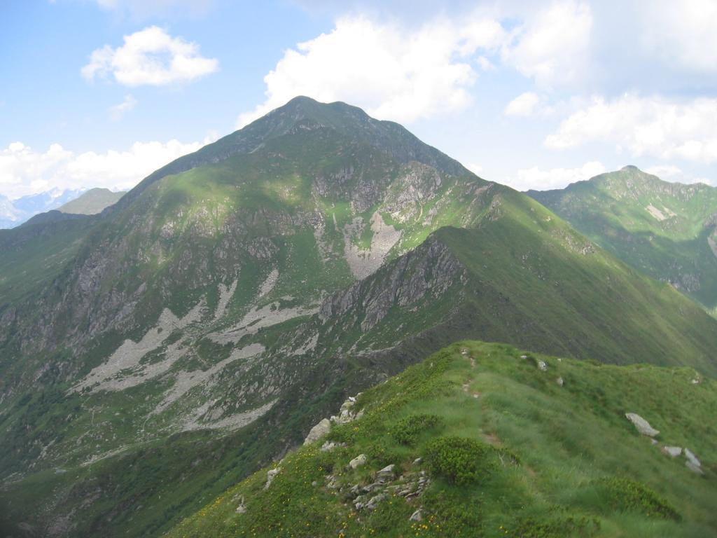 Il m. Azzarini e la cresta E di Salita (Dal Piz de Li segadi)