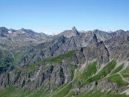 Panorama sule versante della Val Varaita. Sullo sfondo il Roc della Niera