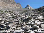 La grande pietraia e il Pic d'Asti sullo sfondo