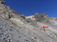 04 - costeggiare le pareti fino a giungere ad uno sperone centrale con omino di pietra