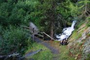 Il ponte sul torrente a Maisonette, al bivio del sentiero n. 7.