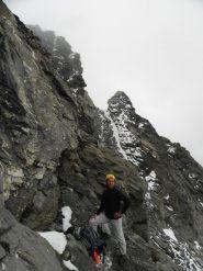 Carlo di fianco alla roccia che ha segnato la fine della ns ascensione