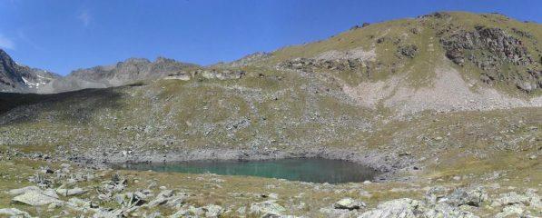 Vallone di Meyes e laghetto omonimo...