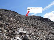 09 - Punto di uscita ottimale dai ghiaioni per raggiungere la esile traccia sulla cresta sud